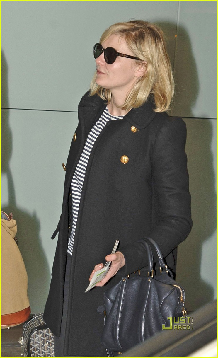 kirsten dunst jason boesel heathrow 04