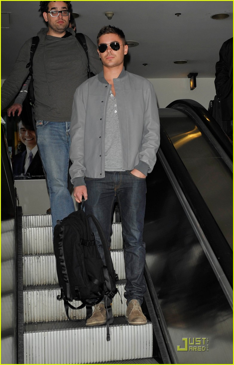 zac efron arrives lax 01