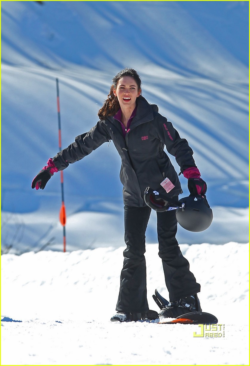 megan fox skiing jon hamm friends with kids 012520494