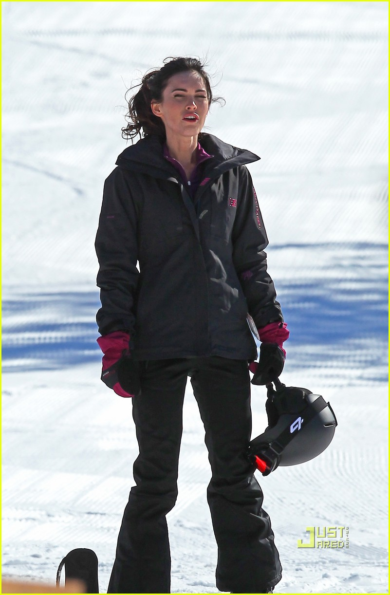 megan fox skiing jon hamm friends with kids 02