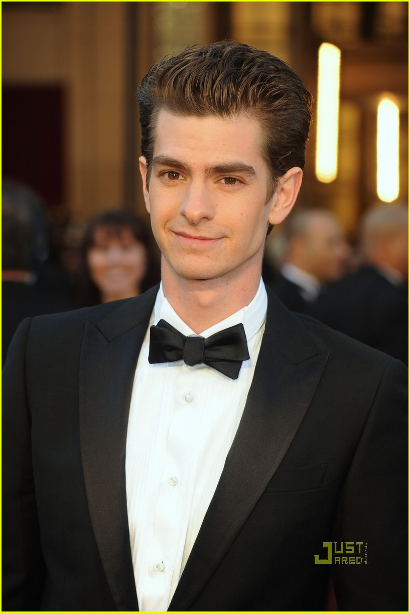 andrew garfield 2011 oscars red carpet 01