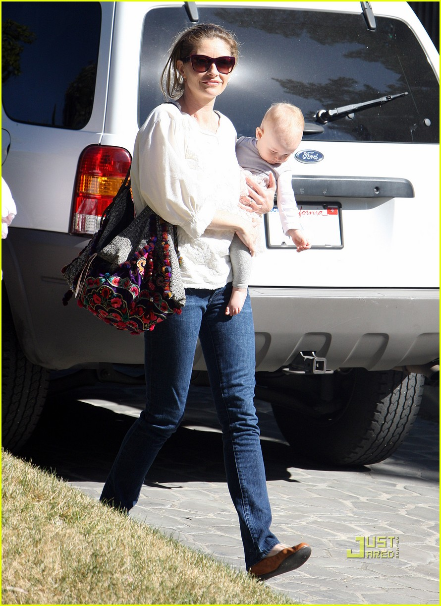 rebecca gayheart billie dane errands 032515937