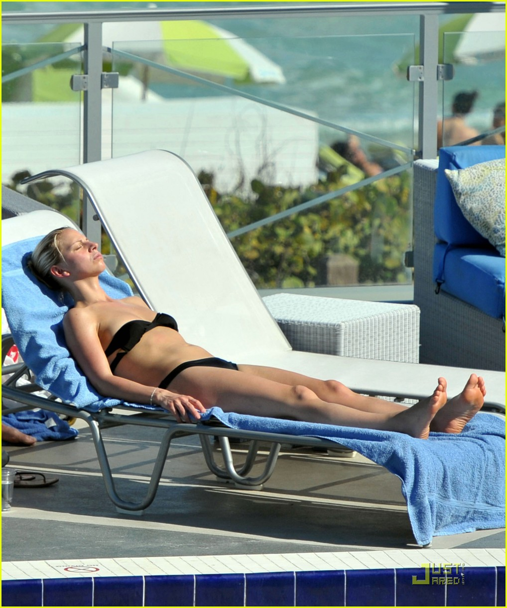 kelsey grammer miami poolside with kayte walsh 03