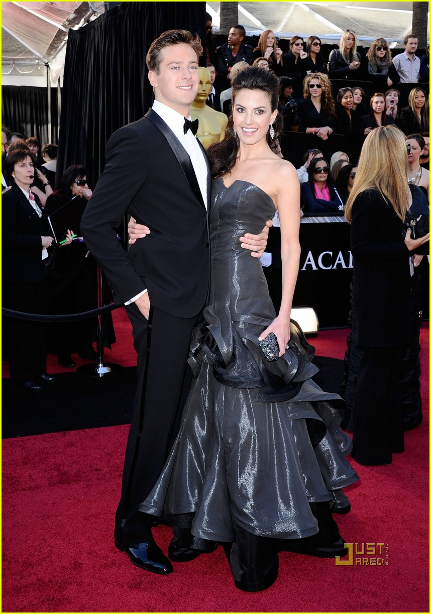armie hammer elizabeth chambers 2011 oscars red carpet 012523533