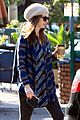 anne hathaway coffee stop 01