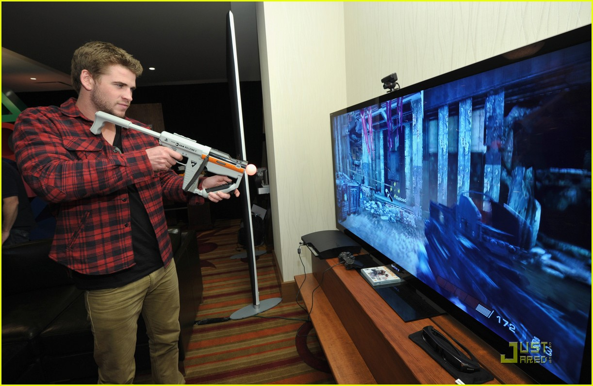 liam hemsworth playtstation 13