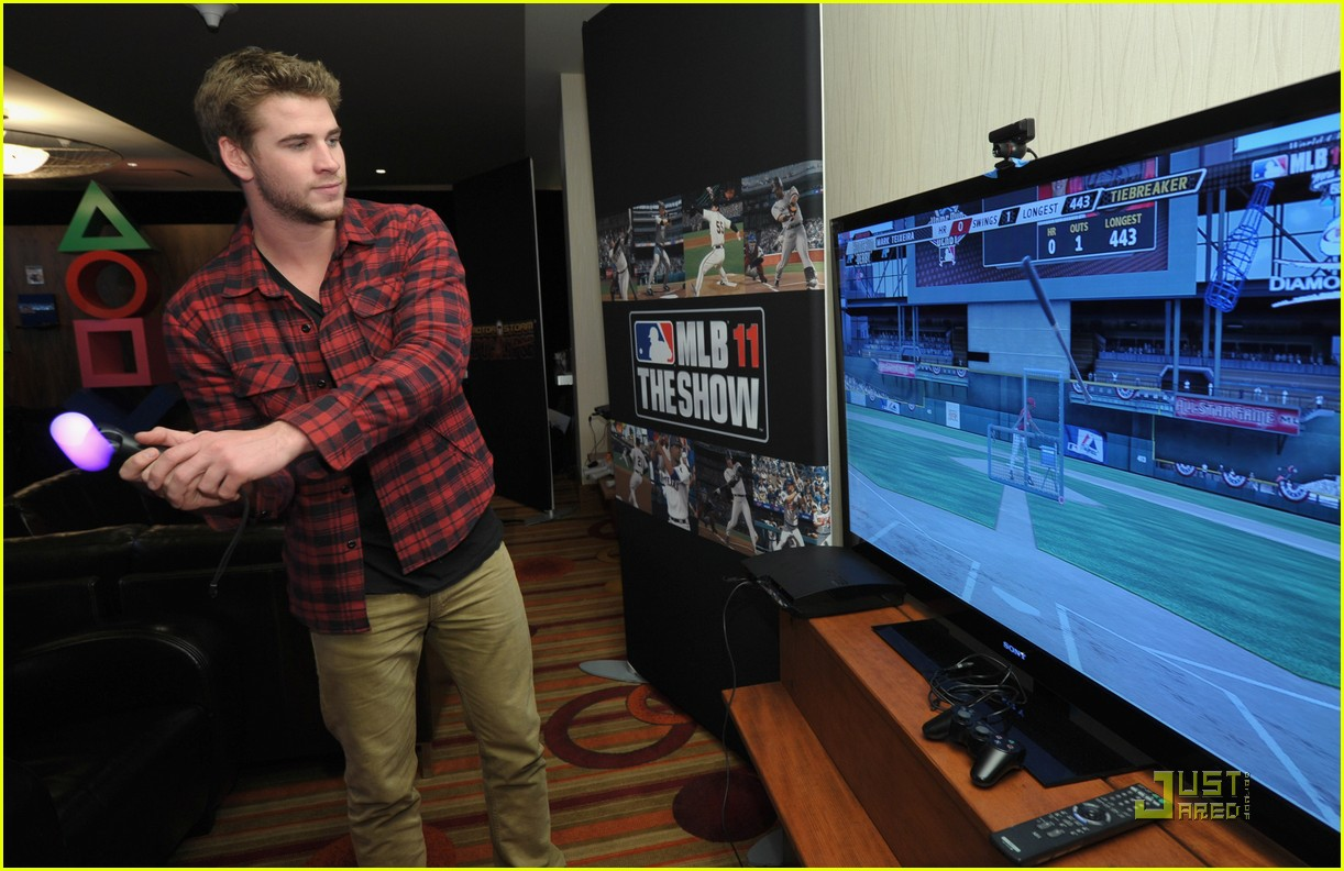 liam hemsworth playtstation 22