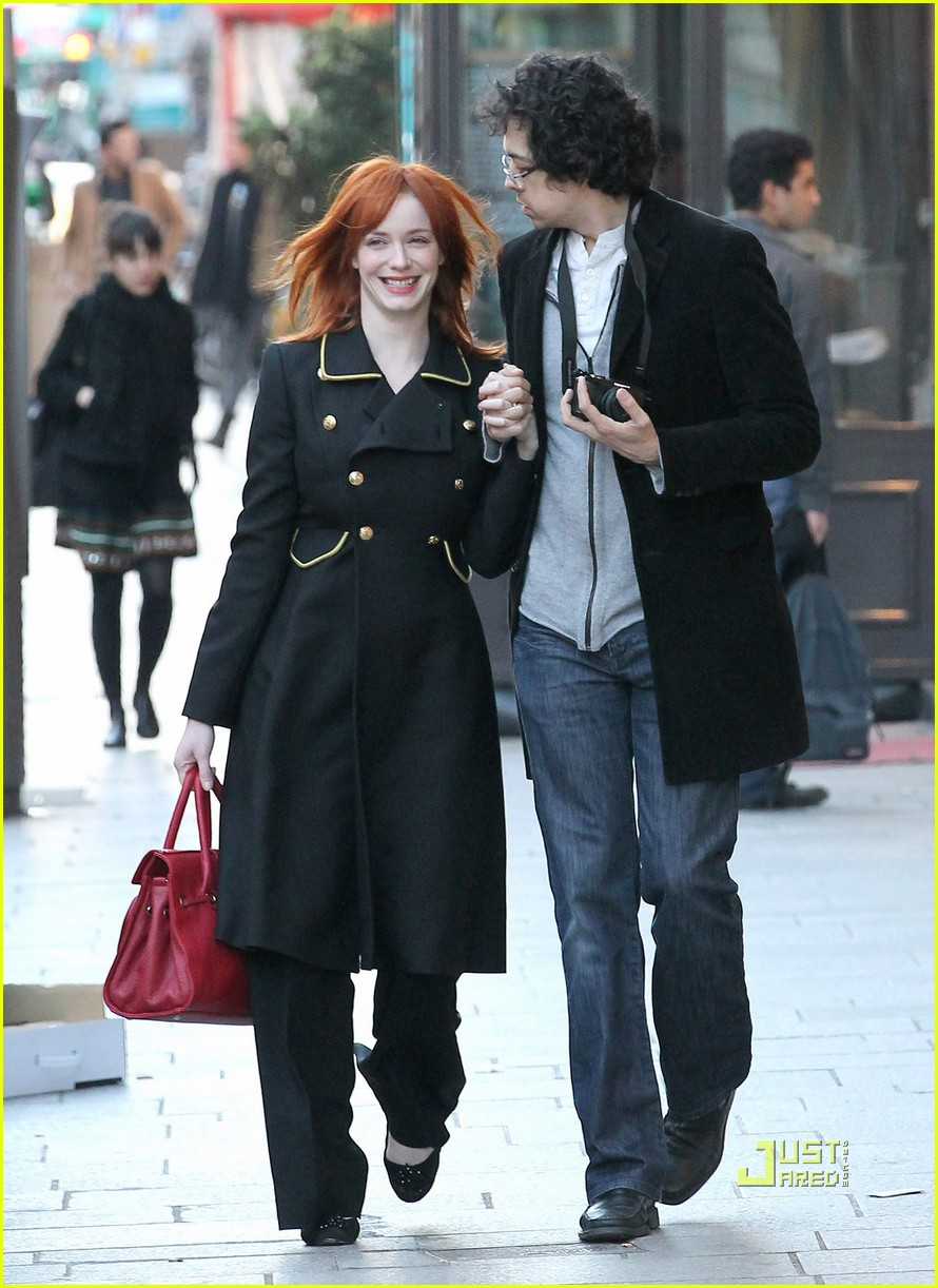 christina hendricks geoffrey arend paris shopping 01