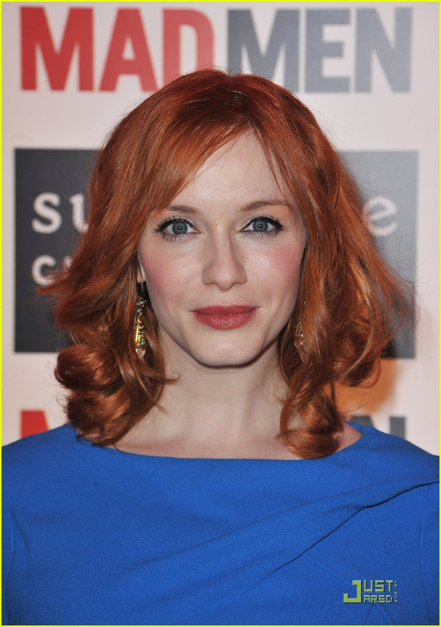 christina hendricks looks perfect in paris 04