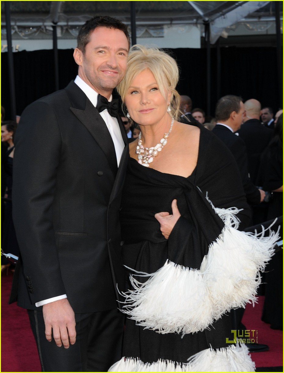 hugh jackman oscars 2011 red carpet 02