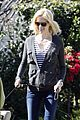 january jones walking dog 05
