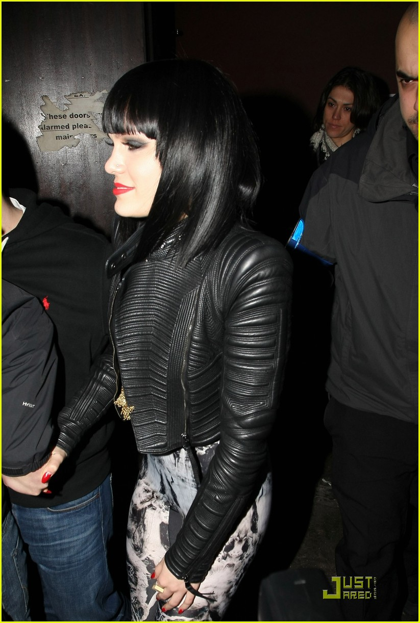 jessie j loves performing in london 04