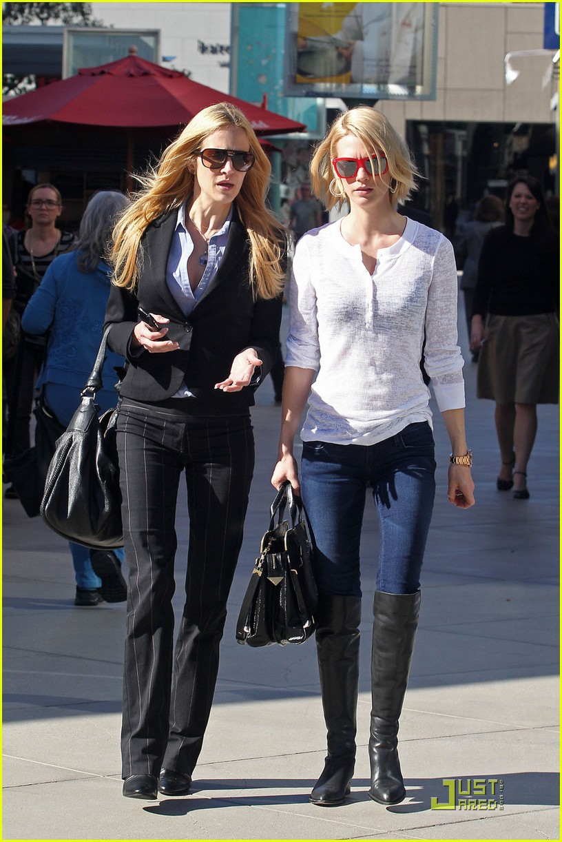 january jones dog walking and shopping 03