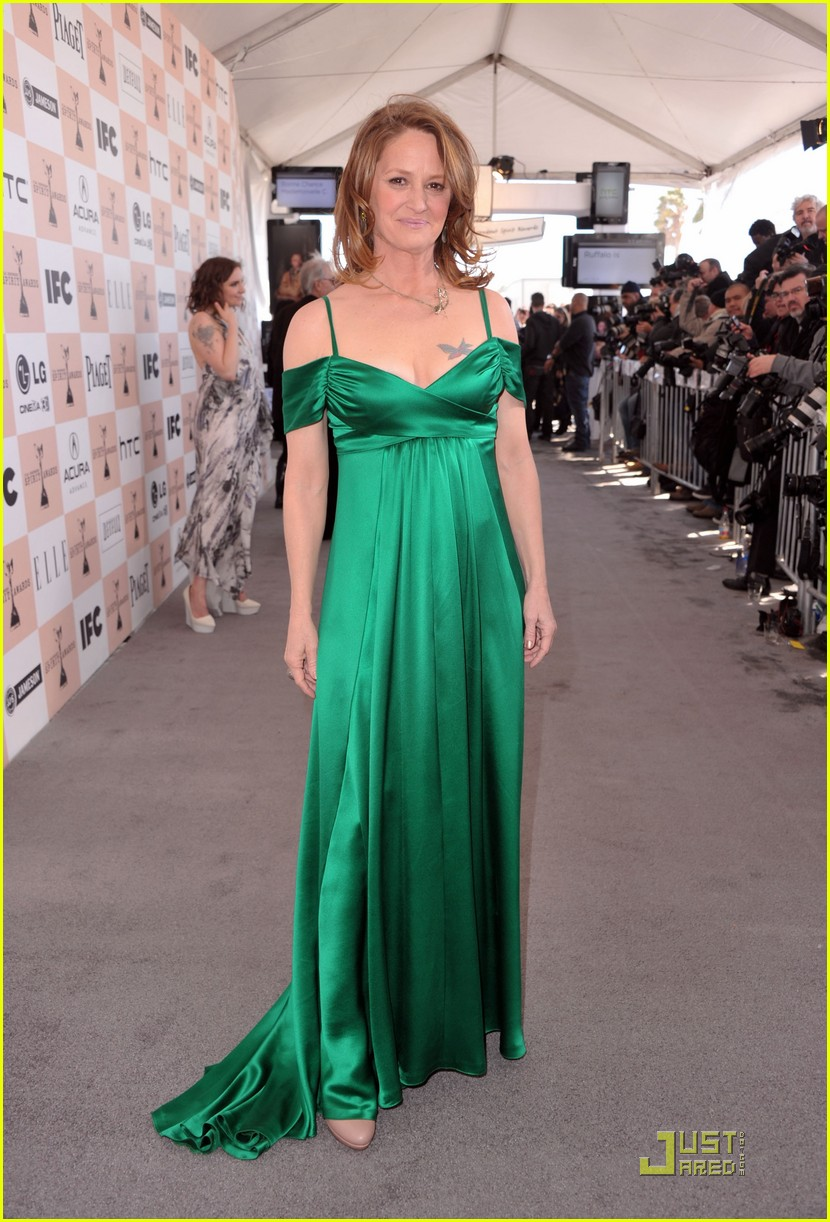 melissa leo vera farmiga spirit awards 2011 012523264