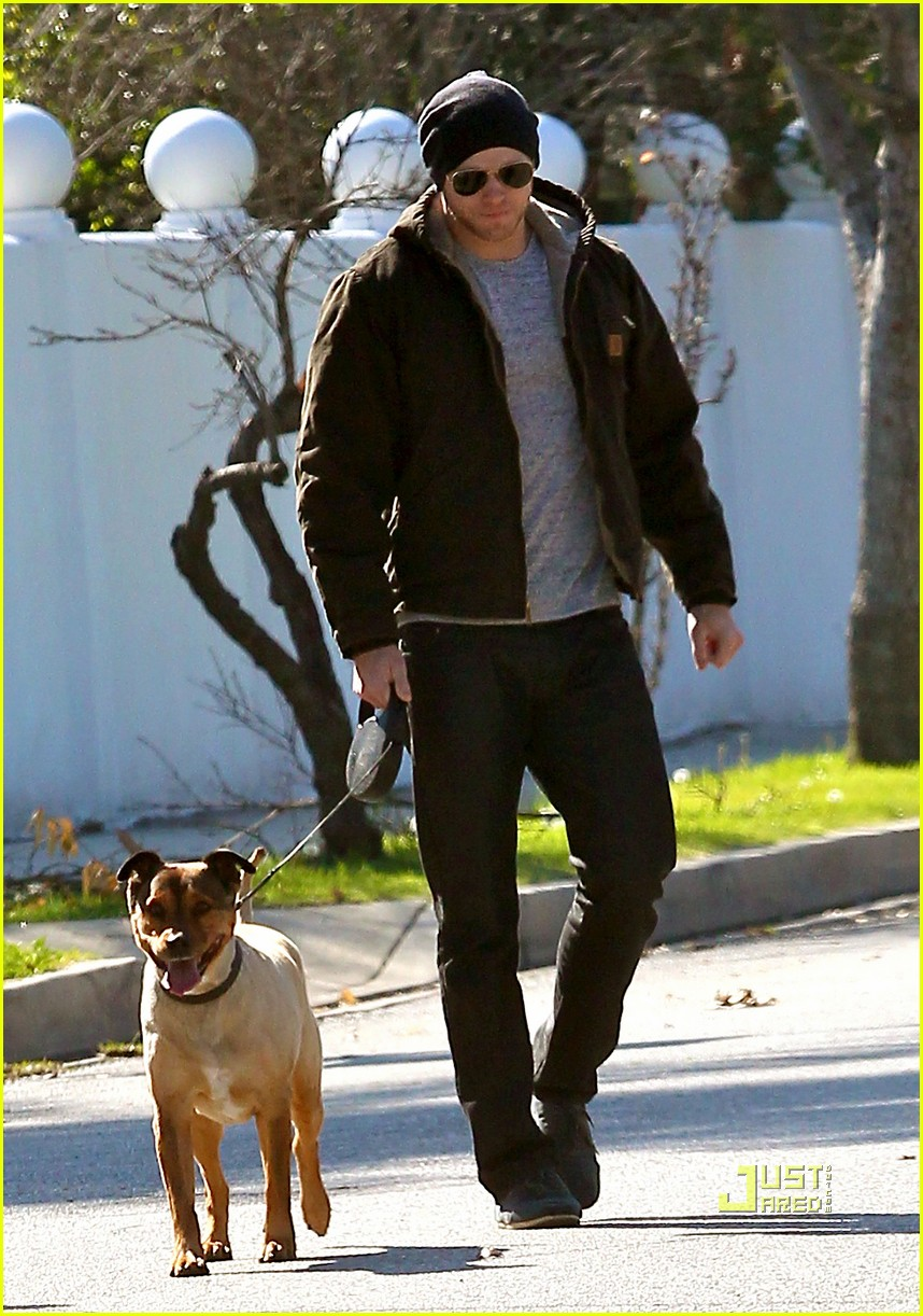 kellan lutz dog walking cdgas 18