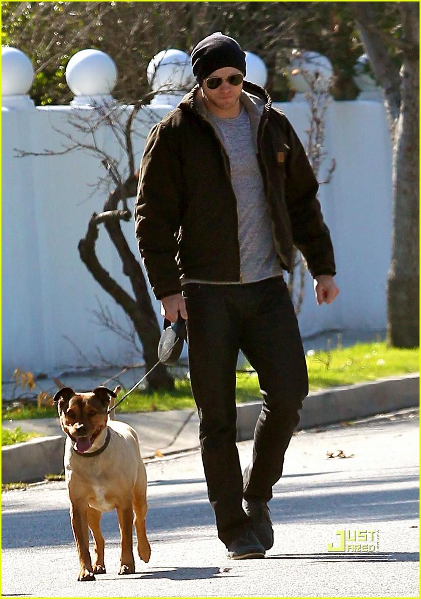 kellan lutz dog walking cdgas 182522333