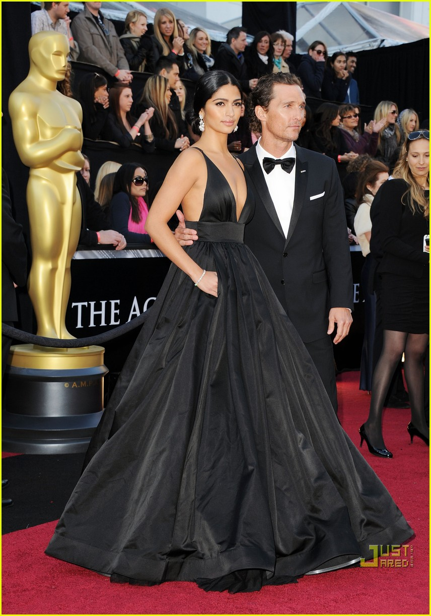 matthew mcconaughey camila alves 2011 oscars 05