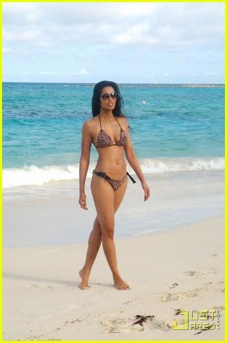 padma lakshmi bikini bahamas 01