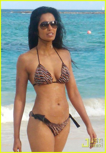 padma lakshmi bikini bahamas 04