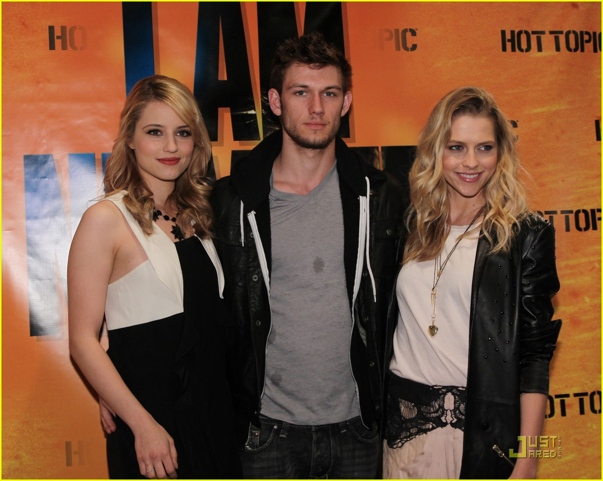 Teresa palmer hot topic meet greet photo 2518970 teresa teresa palmer hot topic meet greet photo 2518970 teresa palmer pictures just jared kristyandbryce Choice Image