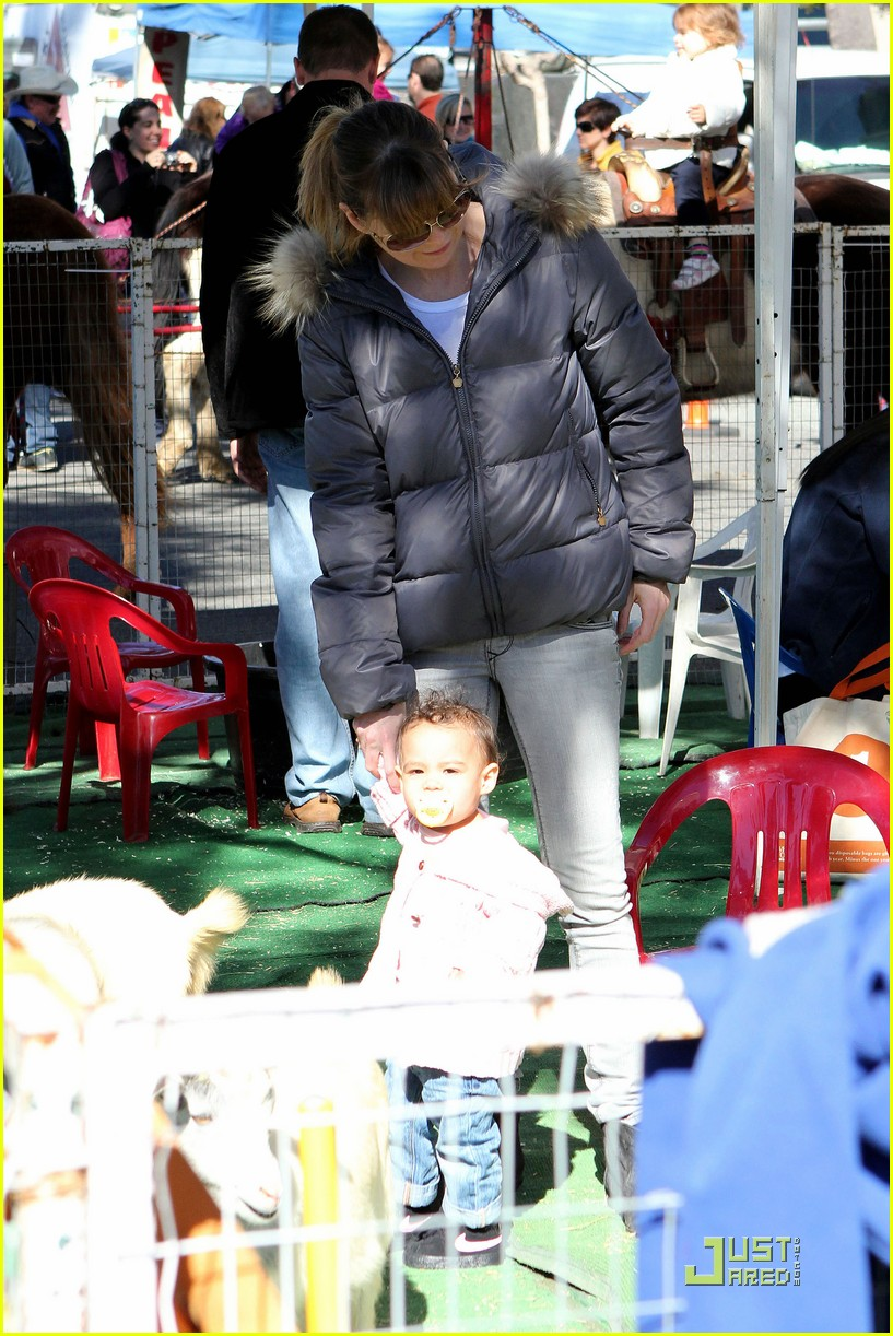 ellen pompeo petting zoo with stella 10
