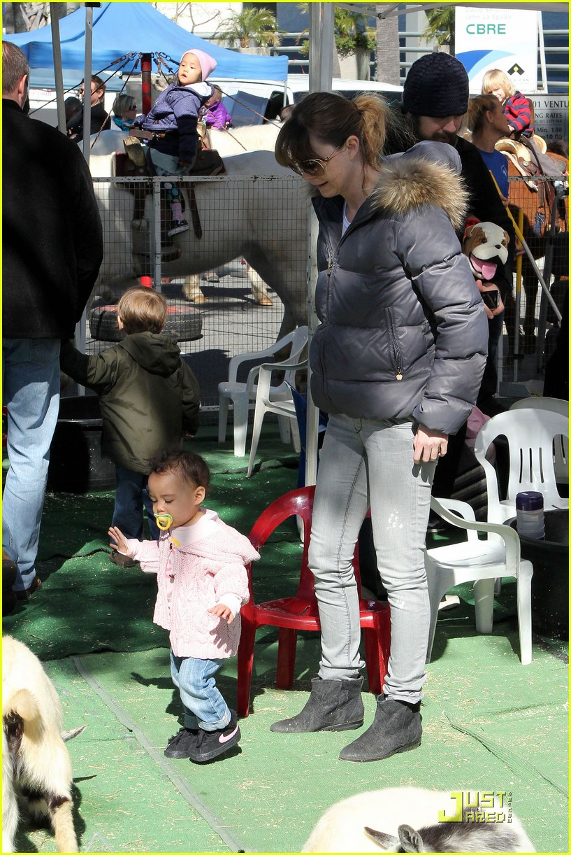 ellen pompeo petting zoo with stella 12