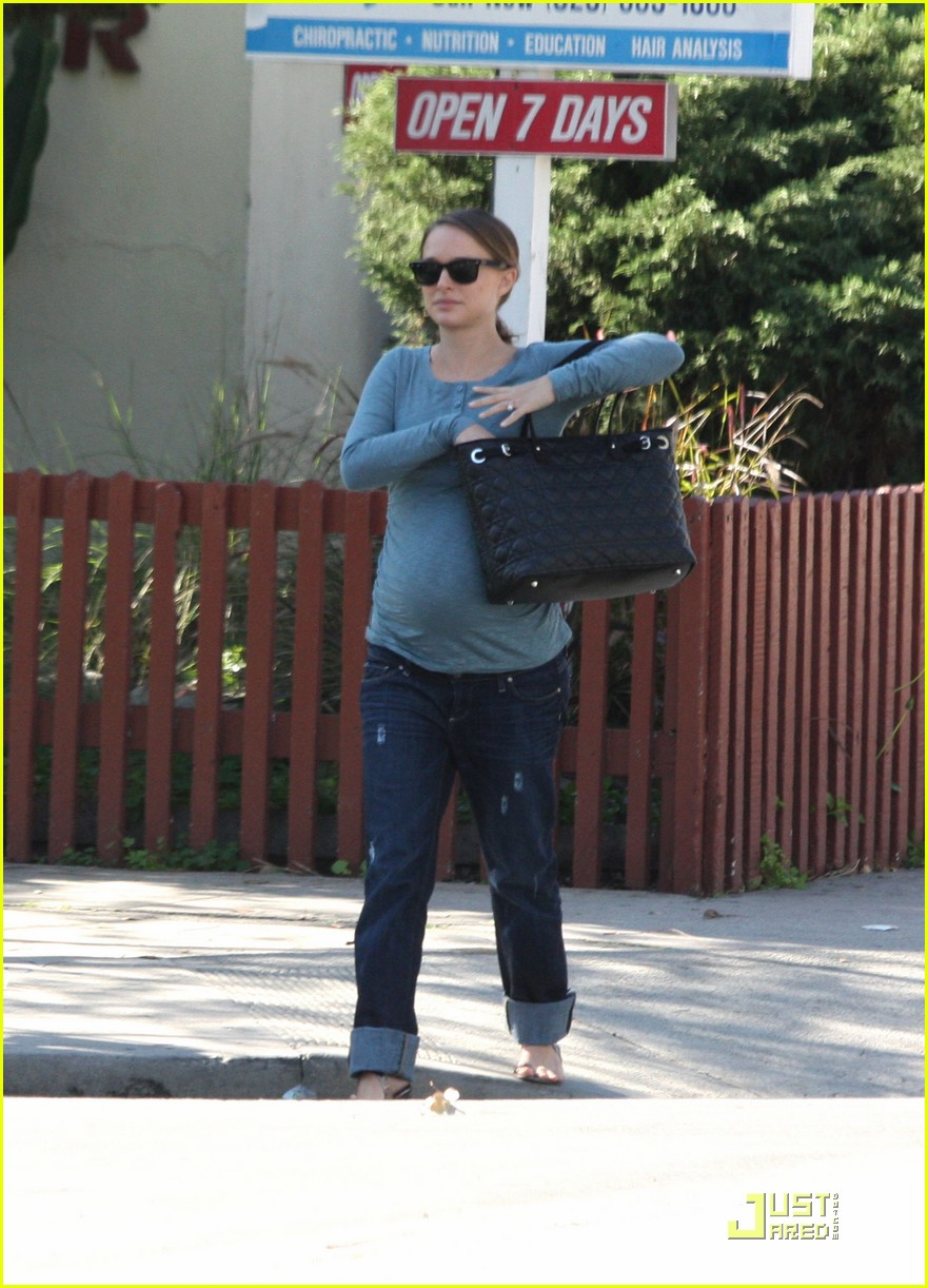 natalie portman growing baby bump 08
