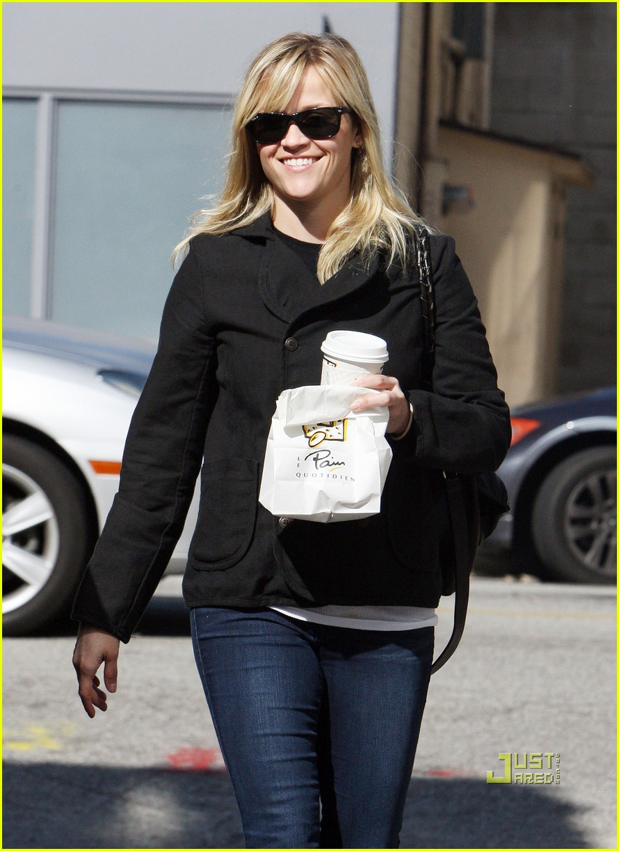 reese witherspoon wedding dress shopping 08