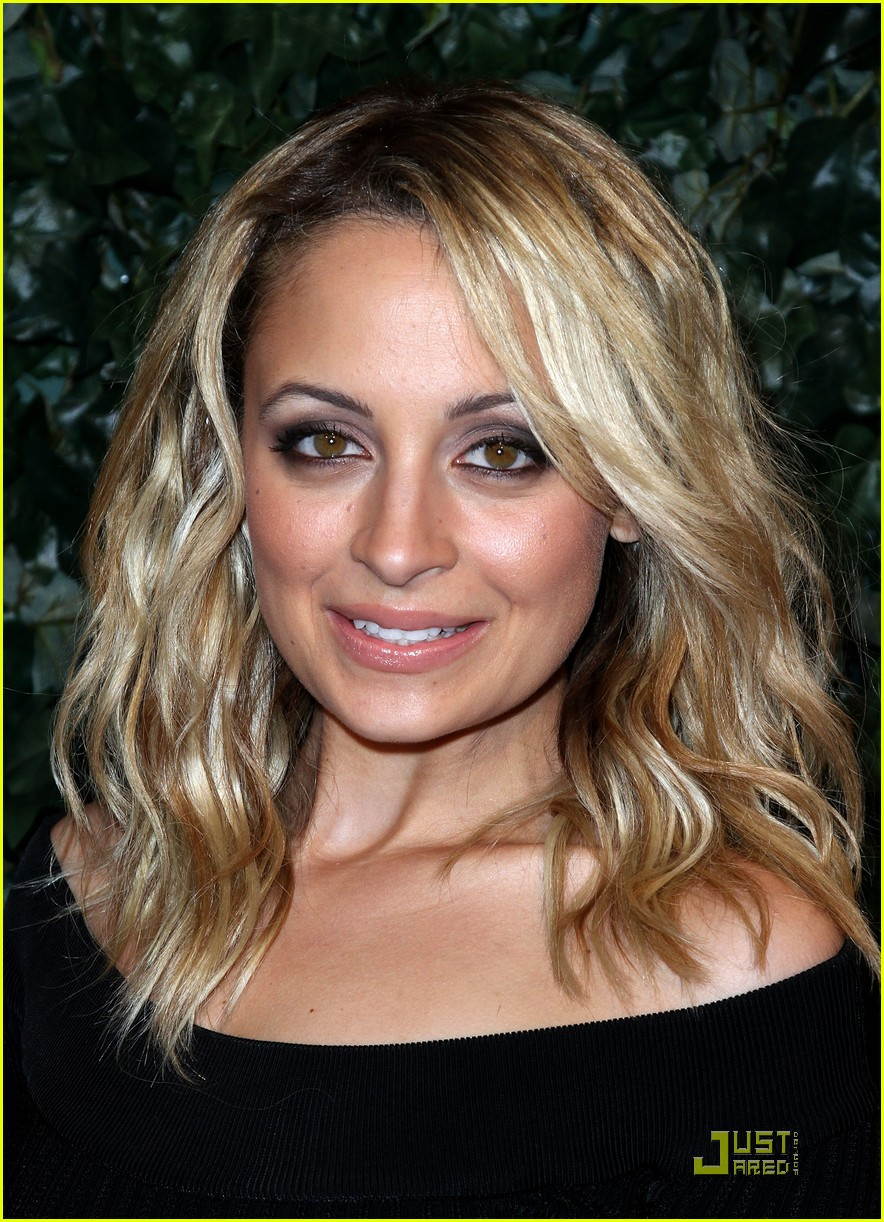nicole richie odette yustman qvc party 01