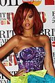 rihanna brits red carpet 02