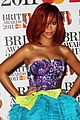 rihanna brits red carpet 07