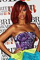 rihanna brits red carpet 09