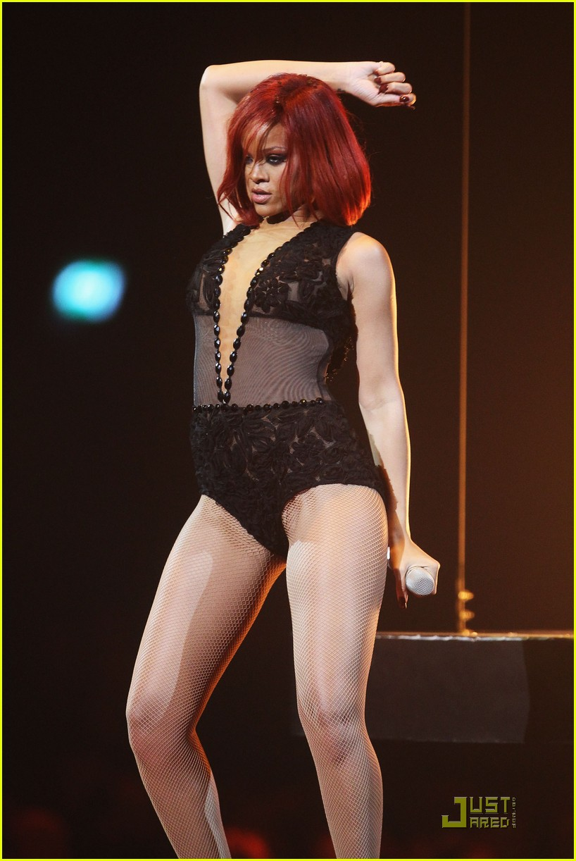 rihanna brit performance 07