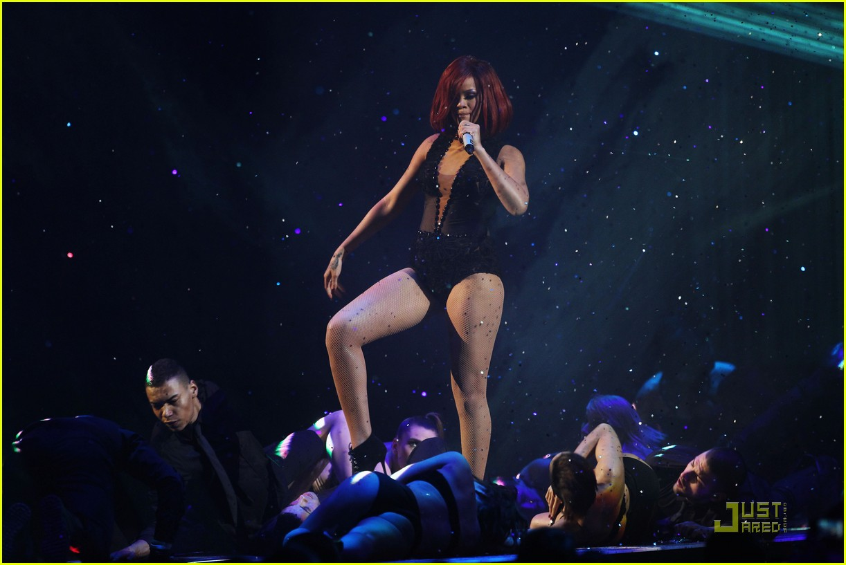 rihanna brit performance 08