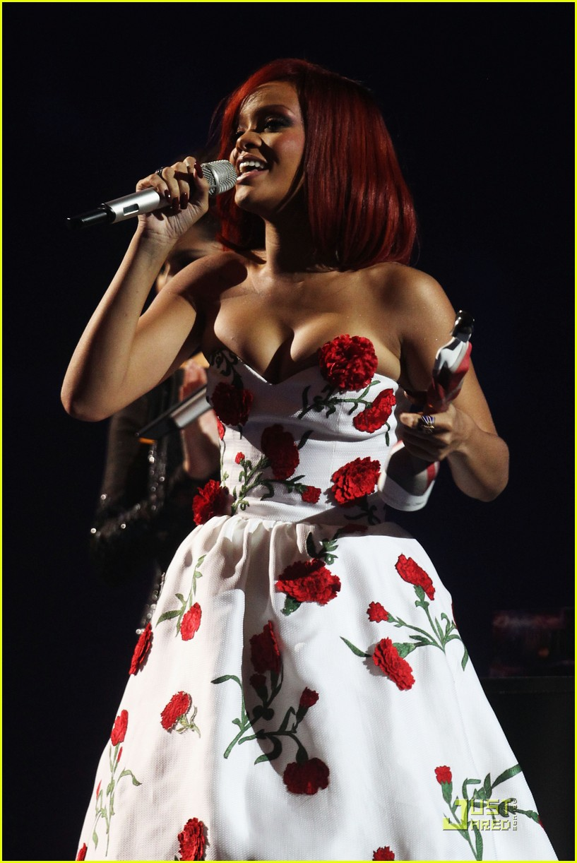 rihanna brit performance 152520087