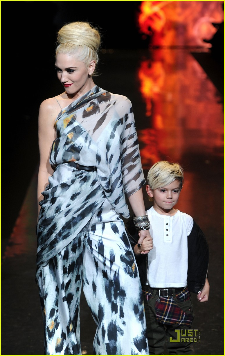 gwen stefani lamb runway with kingston 06