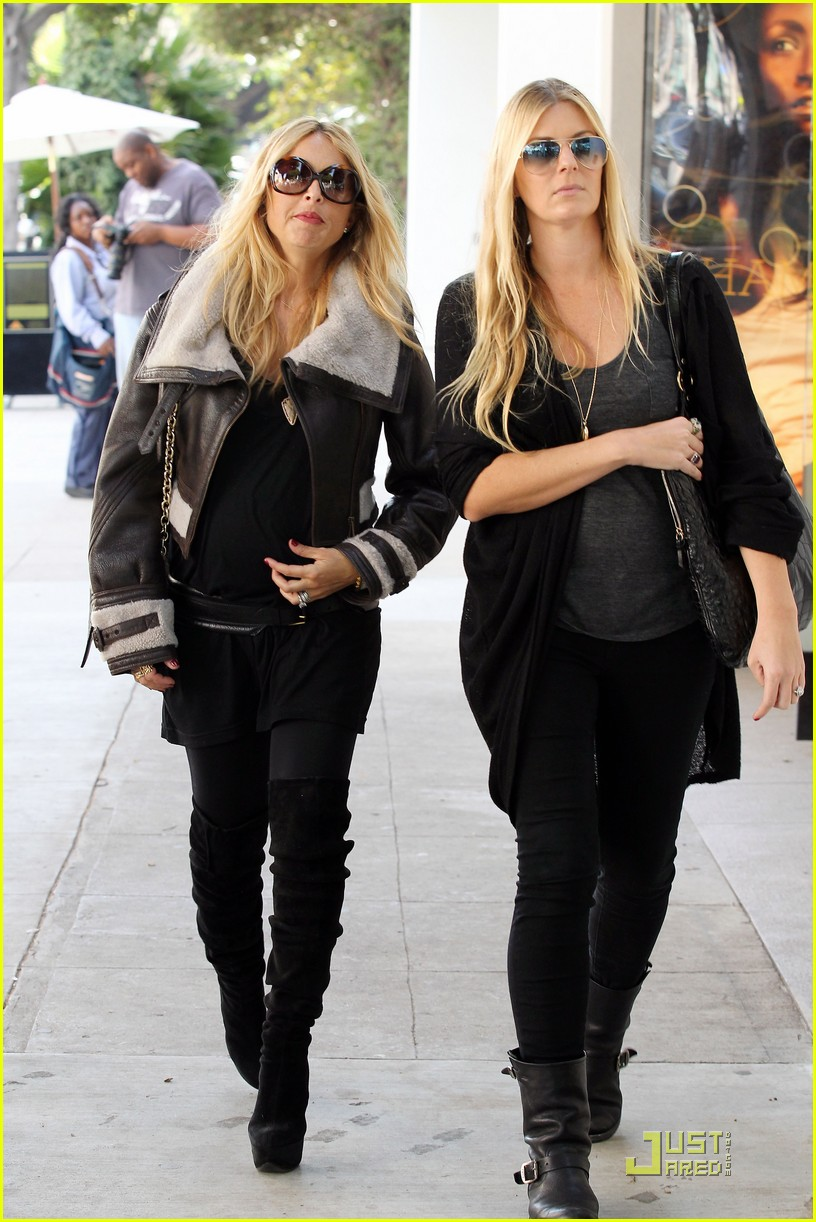 rachel zoe baby bump robertson boulevard 05