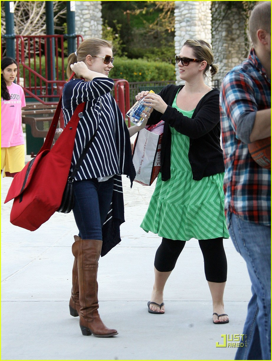 amy adams plays in the park with aviana 19
