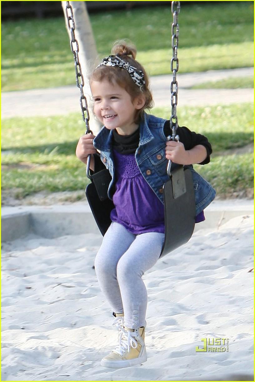 jessica alba nyc playground 10