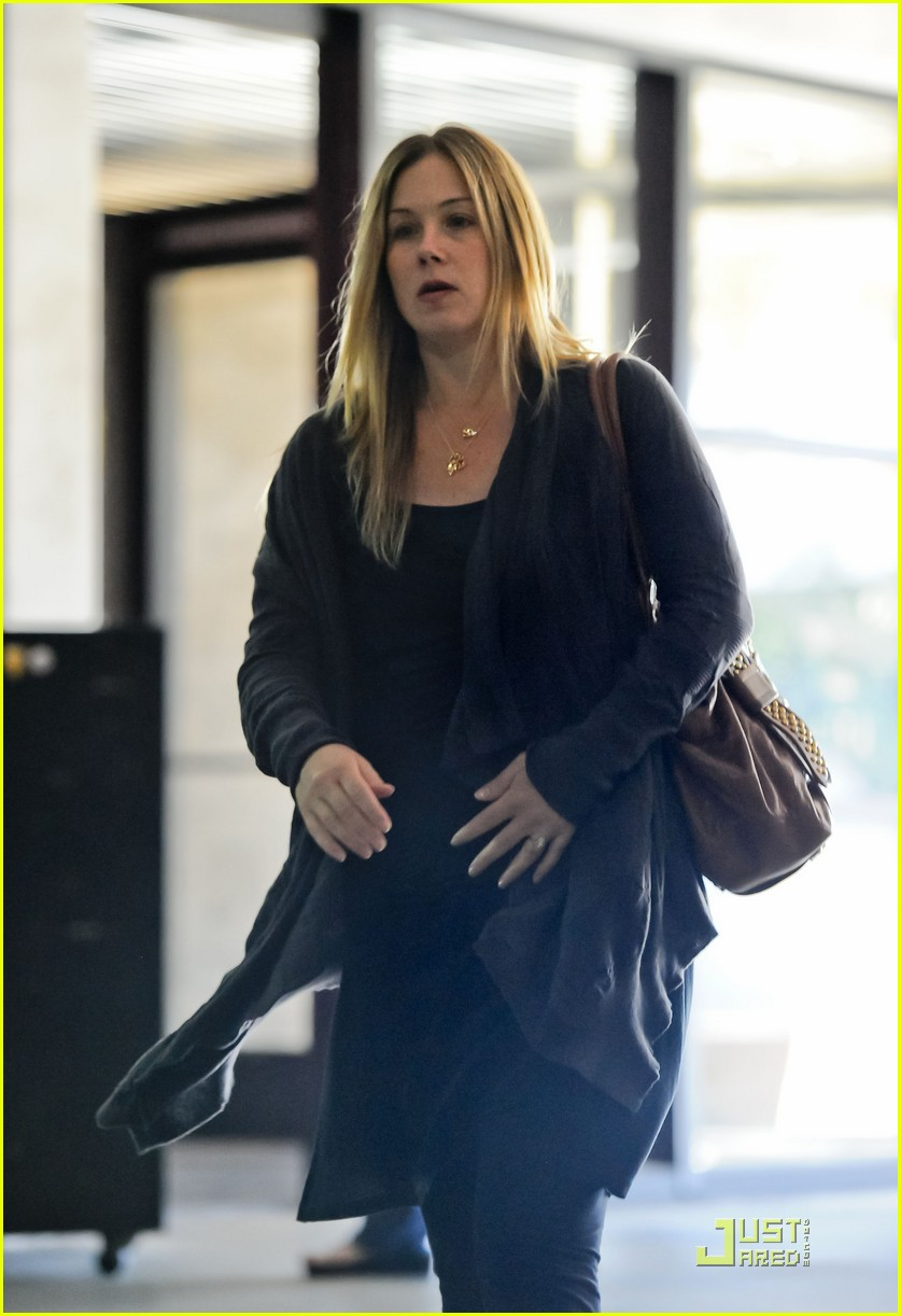 christina applegate doctors office 01