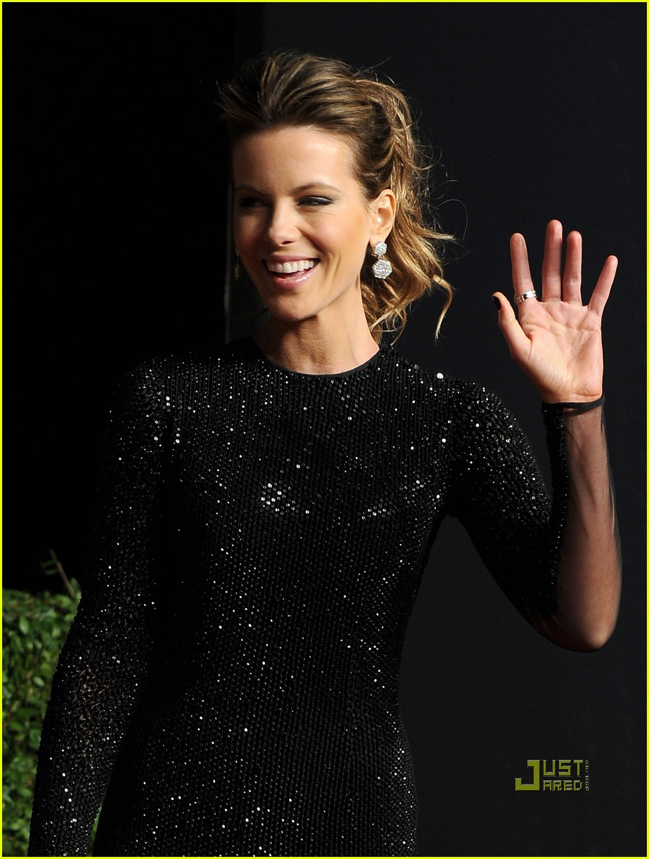 kate beckinsale vanity fair oscar party len wiseman 03