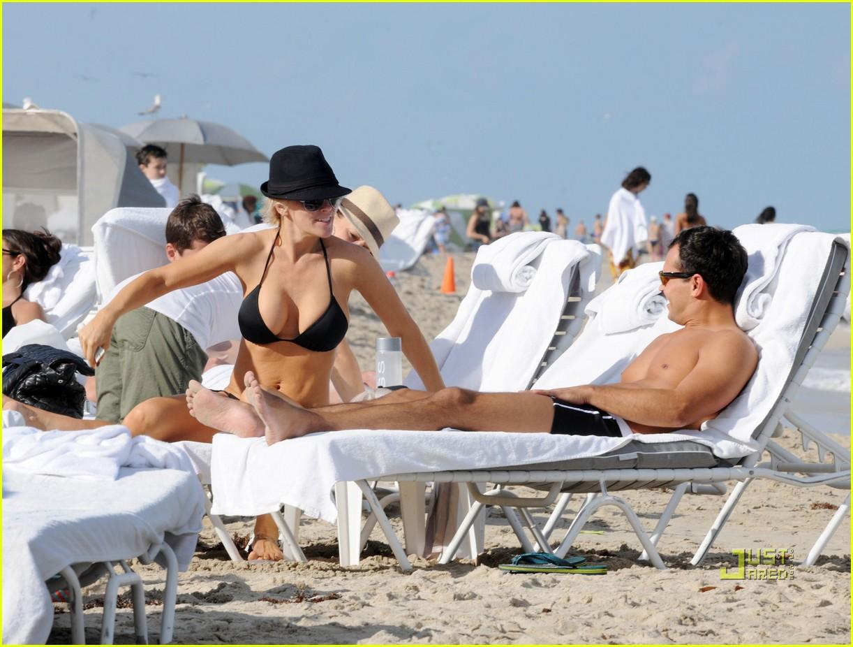 jenny mccarthy bikini 09