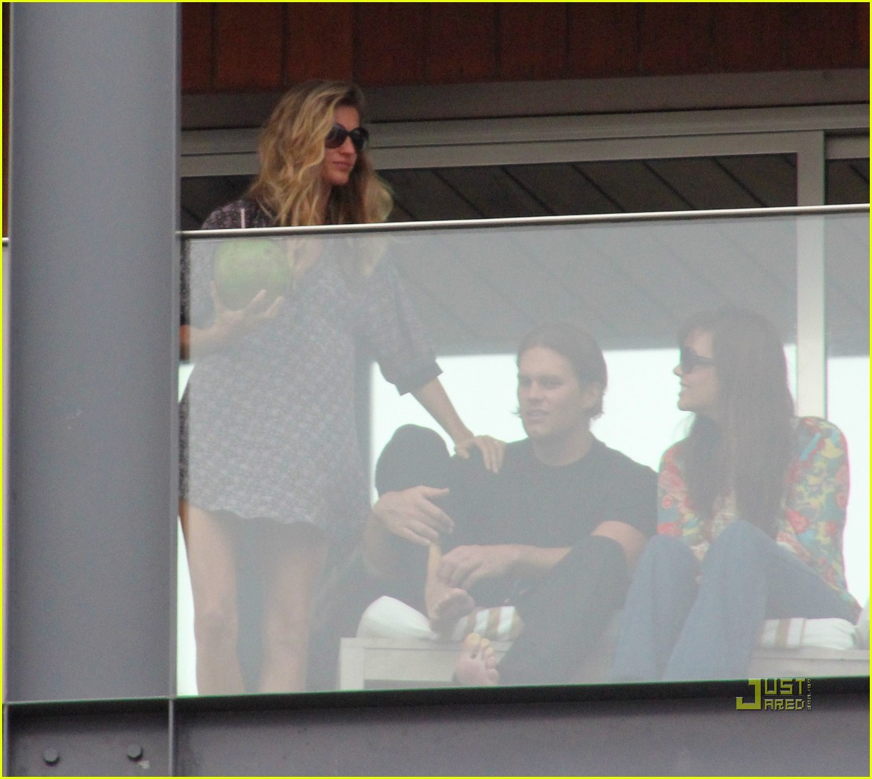 gisele bundchen tom brady brazil balcony 12