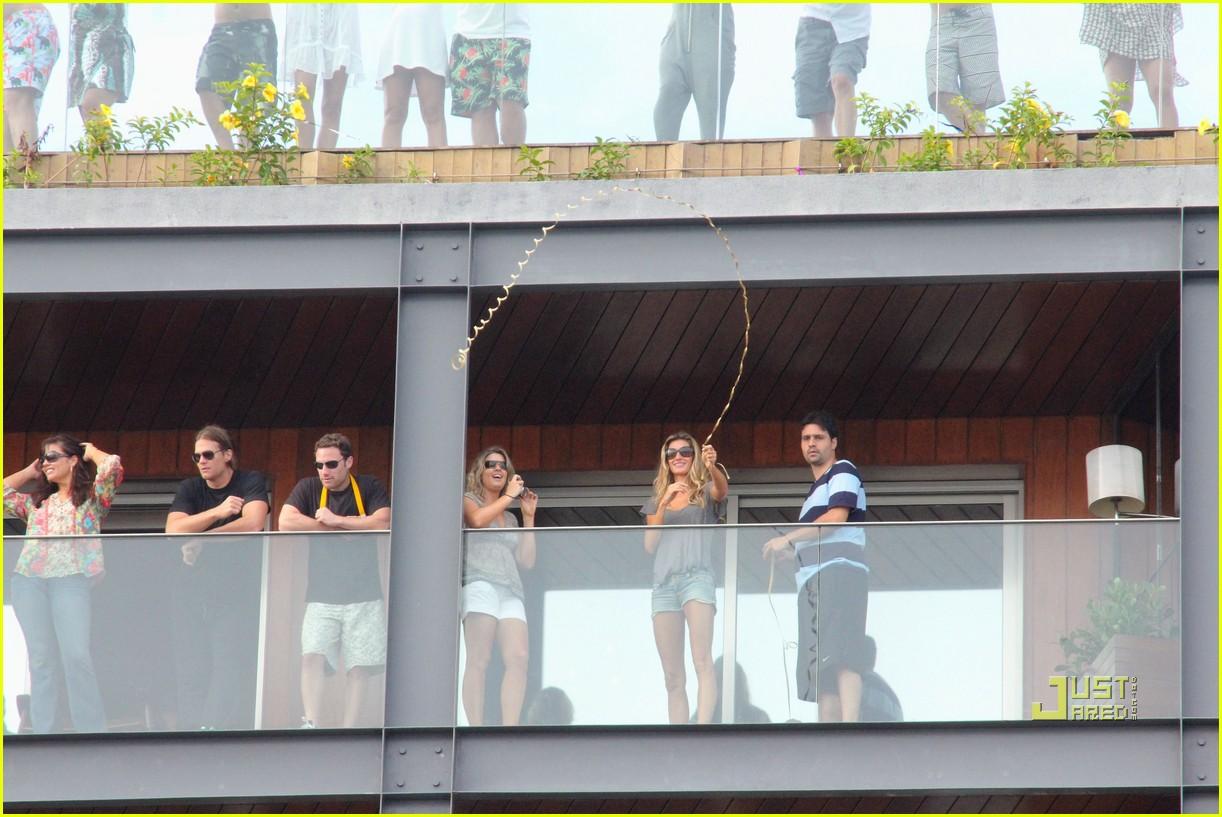 gisele bundchen tom brady brazil balcony 30