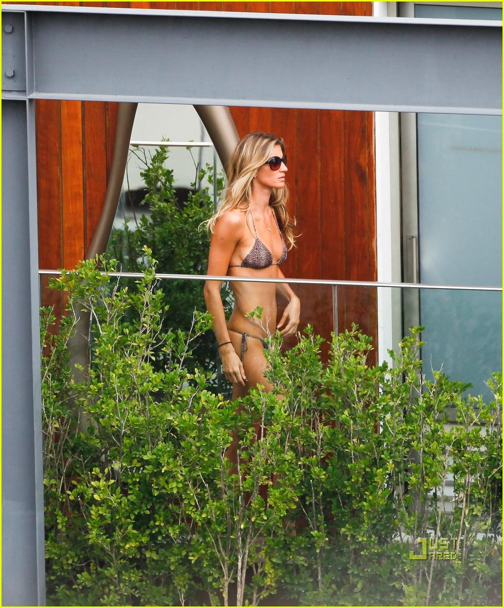 gisele bundchen bikini hotel pool brazil 11