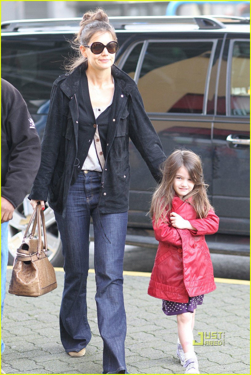 katie holmes suri cruise cupcakes kaboodles starbucks 03