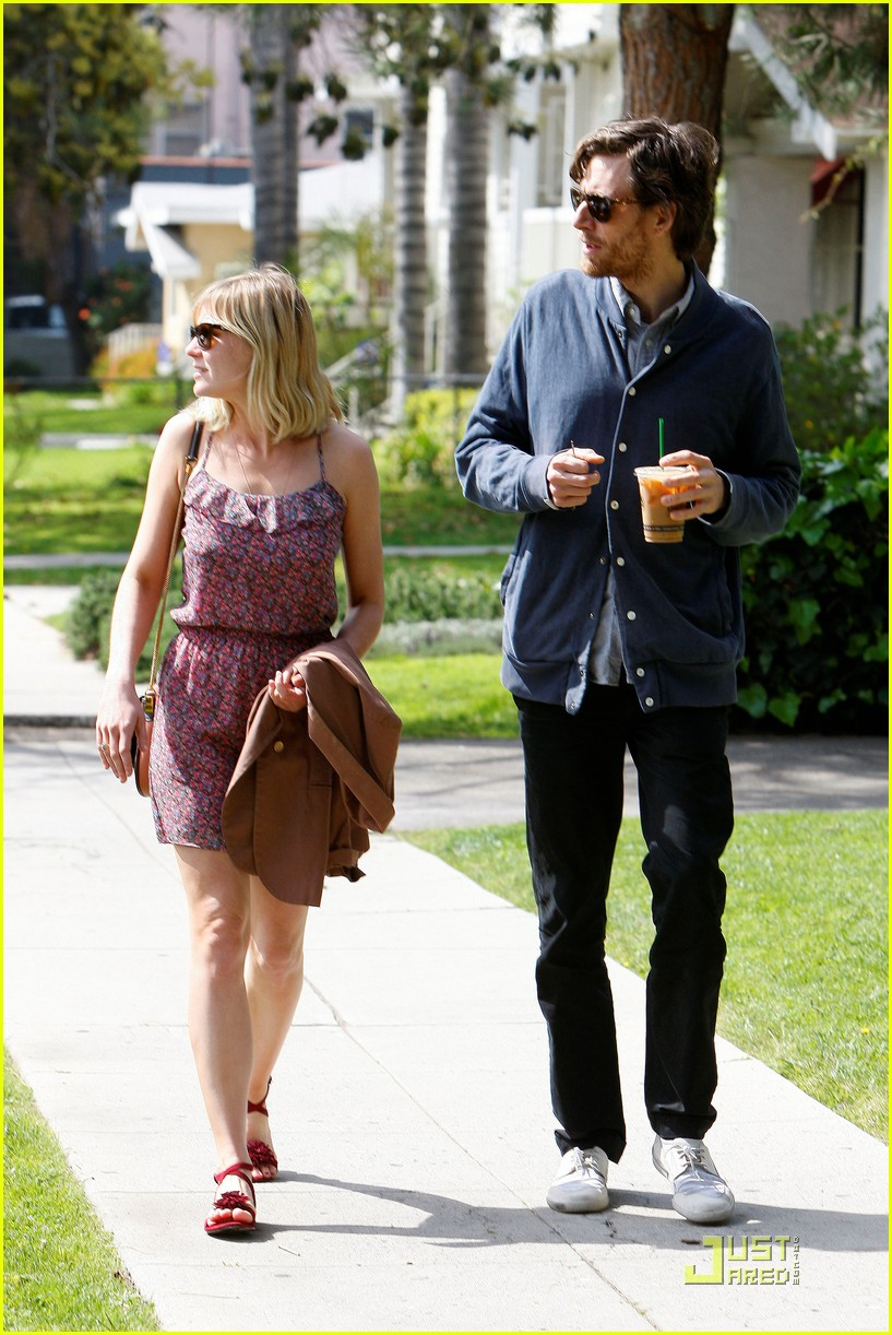 kate middleton kirsten dunst jason boesel sunday stroll 07