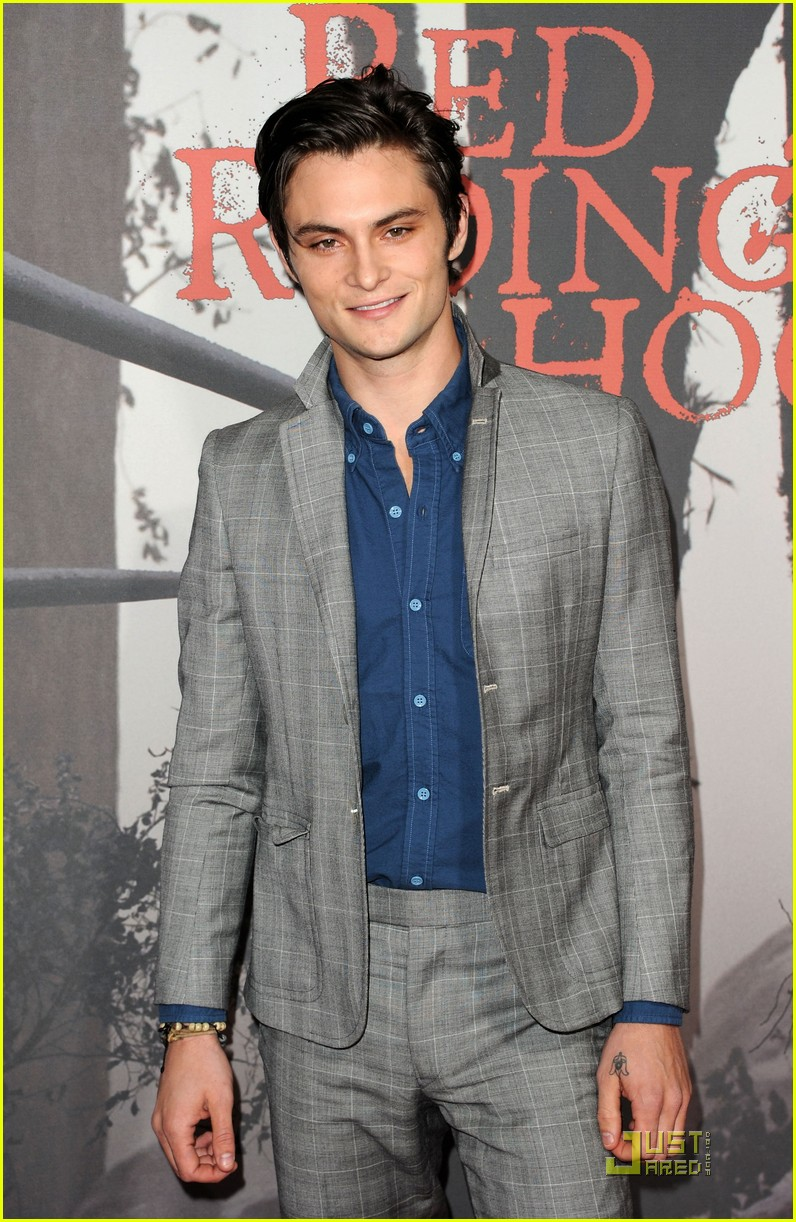 shiloh fernandez red riding hood premiere 06