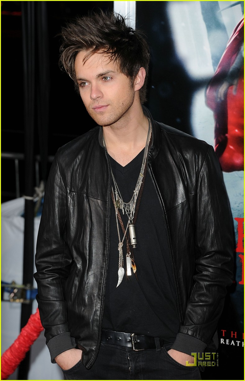 shiloh fernandez red riding hood premiere 17