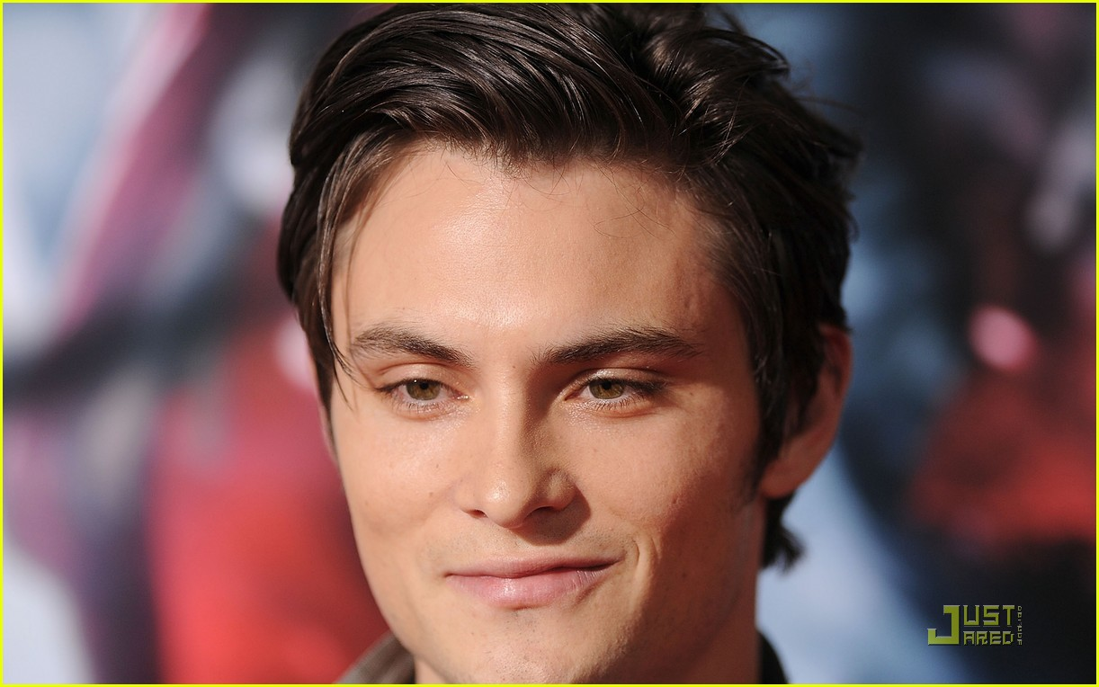 shiloh fernandez red riding hood premiere 20